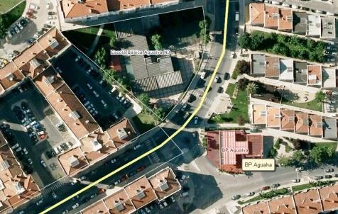 Bomba BP na Agualva, situada em espaço urbano, junto a escola