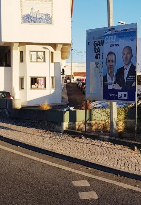 No Lourel cartaz da candidatura do Bloco foi tapado pela CDU