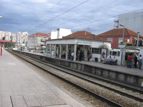 Estação de Algueirão Mem Martins, foto de http://algueirao-memmartins.blogspot.pt/