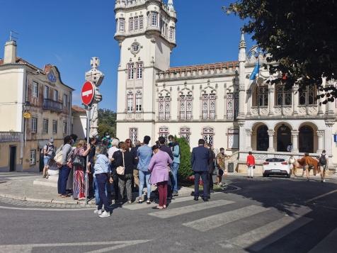 A 16 de Agosto trabalhadoras da Ambiente e Jardim com salários em atraso estiveram em frente à Câmara de Sintra e ouviram Basílio Horta comprometer-se com apoio para todas em regime simplificado, uma promessa ainda por cumprir.