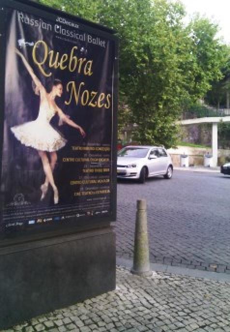 10 meses depois de ter estado no CC Olga de Cadaval, O Quebra Nozes ainda está nas ruas de Sintra Foto: André Beja