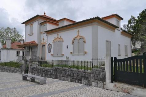 A vivenda Sant'Anna, em Sintra, tem a fachada impecável mas está devoluta - Não terá agravamento de IMI